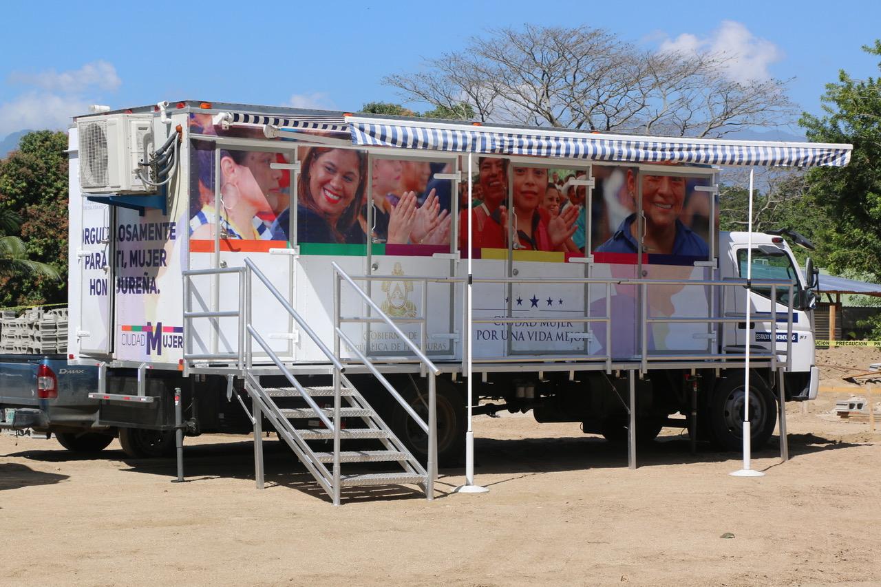 Colocan primera piedra de Ciudad Mujer en San Pedro Sula yapertura el servicio de Ciudad Mujer móvil