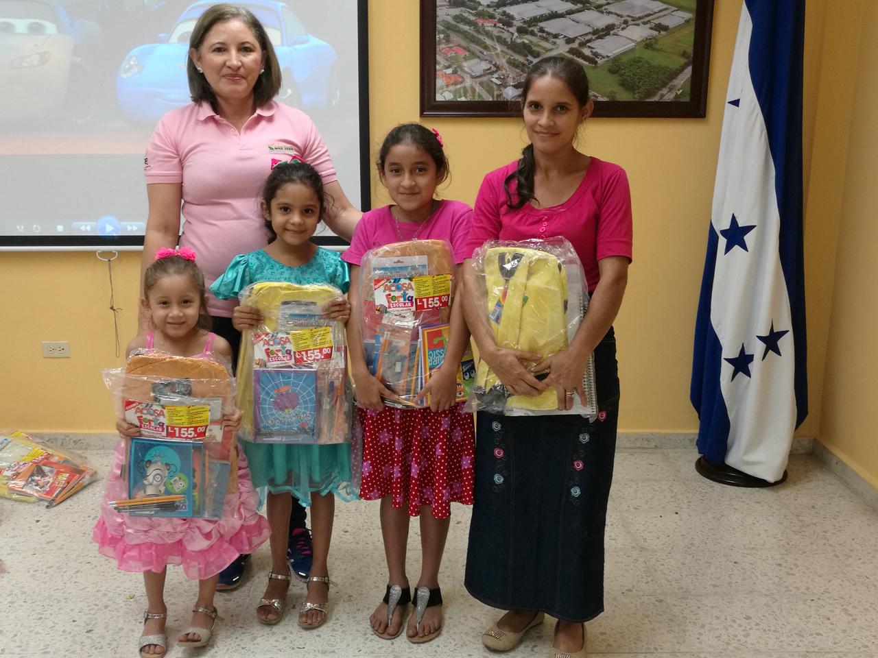 Zip San José entrega de útiles escolares a hijos de colaboradores