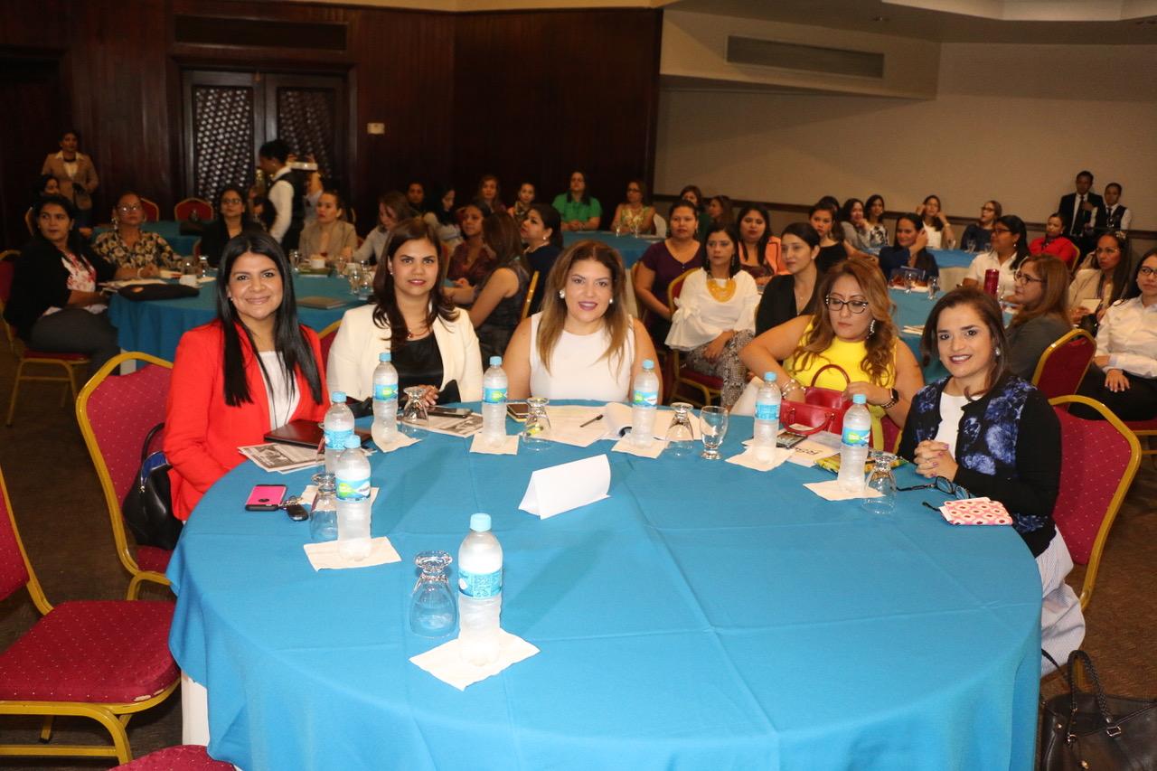 La AHM presente como parte de las instituciones organizadoras, en el foro : MUJERES EN LA GESTIÓN EMPRESARIAL EN HONDURAS.