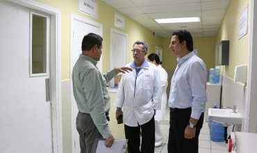 AHM dona 5 cámaras de refrigeración al IHSS para protección de medicamentos