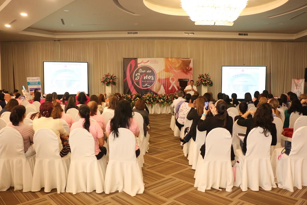 """Maquiladores lanzan campaña rosa 2018: """"Que no SENOS pase por alto"""""""