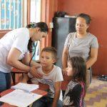 HANESBRANDS BENEFICIA MÁS DE 1,200 NIÑOS Y ADULTOS CON BRIGADAS MÉDICAS EN VILLANUEVA Y CHOLOMA