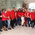 Gran ambiente de navidad en Francis Apparel engalanó el concurso de decoración de ventanas navideñas