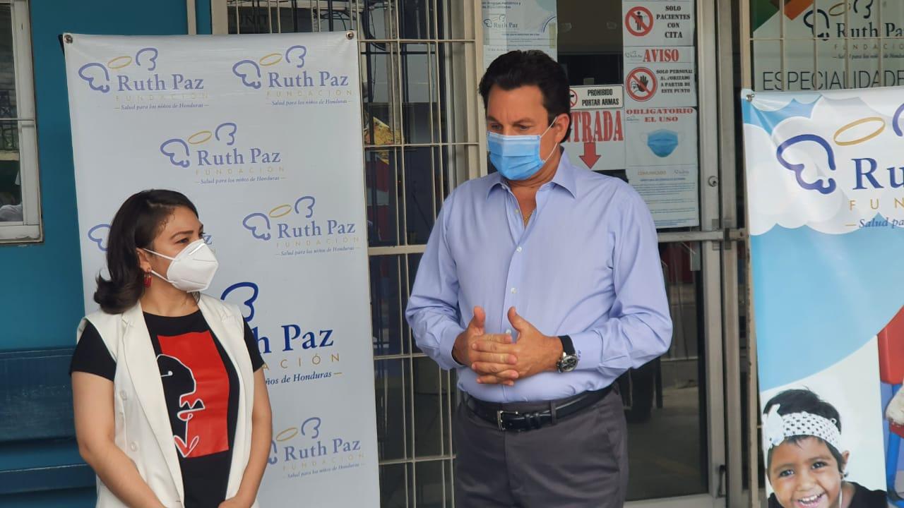 Maquiladores donan 18 mil mascarillas, equipo médico e indumentaria a más de 10 fundaciones en alianza con Televicentro y Emisoras Unidas.