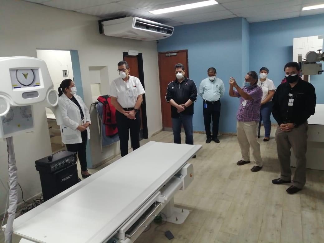 FRUIT OF THE LOOM DONA MODERNA MÁQUINA DE RAYOS X AL HOSPITAL DE EL PROGRESO
