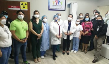 FRUIT OF THE LOOM DONA MODERNA MÁQUINA DE RAYOS X AL HOSPITAL DE EL PROGRESO