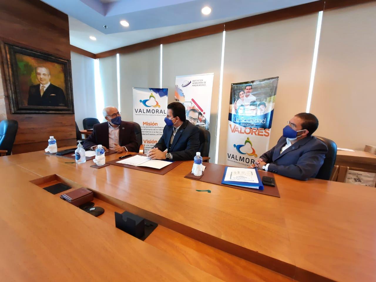 Maquiladores y VALMORAL firman convenio para promover valores