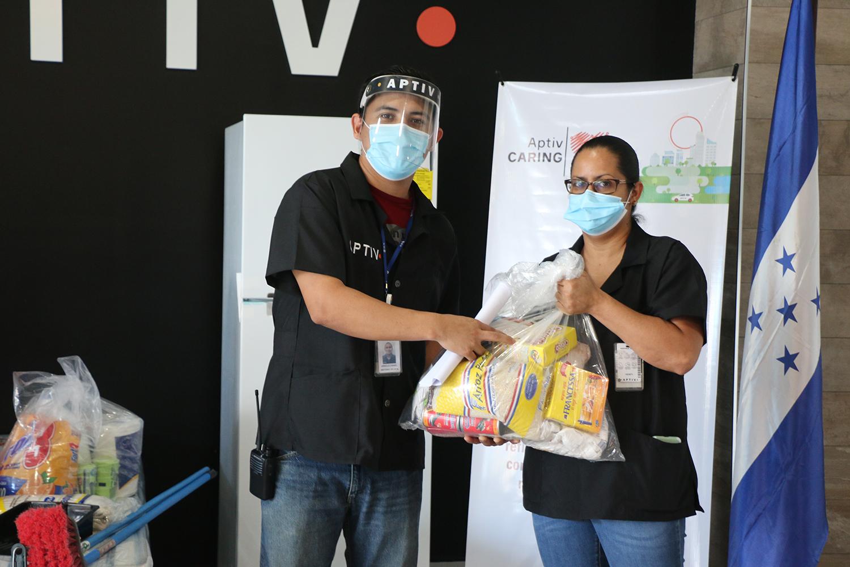 Fundación Aptiv apoya con muebles y alimentos a afectados por huracanes.