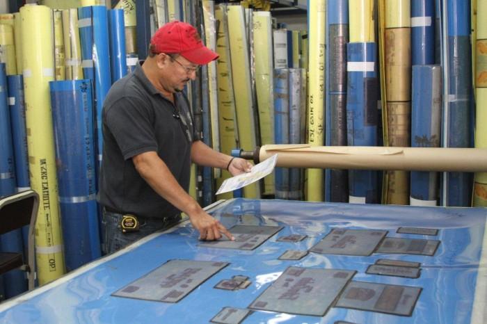 Esta es el área de clisé, donde se elaboran las láminas o sellos de impresión.